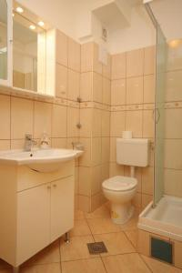 A bathroom at Apartments with a parking space Mlini, Dubrovnik - 8995