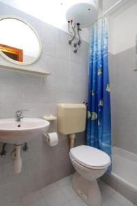 A bathroom at Apartments with a parking space Mlini, Dubrovnik - 8834