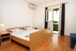 A bed or beds in a room at Apartments with a parking space Mlini, Dubrovnik - 8834