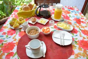 Breakfast options available to guests at Hare Aukara
