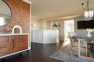 A kitchen or kitchenette at Lansdowne Resort and Spa