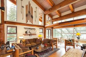 A seating area at Moraine Lake Lodge