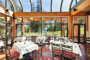 A restaurant or other place to eat at Moraine Lake Lodge