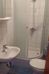 A bathroom at Apartments with a parking space Mlini, Dubrovnik - 9105