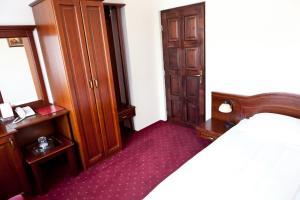 Un pat sau paturi într-o cameră la Hotel Aramia