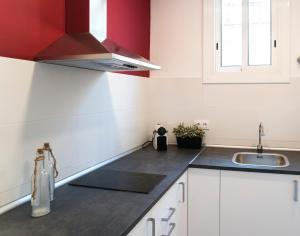 A kitchen or kitchenette at Barcelonaguest