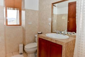 A bathroom at El Balcón