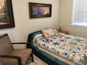 A bed or beds in a room at Seaside Escape