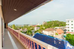 Вид на бассейн в Surin Sunset Hotel - SHA или окрестностях