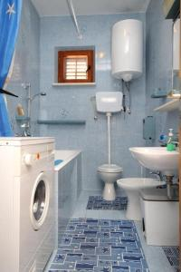 A bathroom at Apartments with a parking space Soline, Dubrovnik - 8987