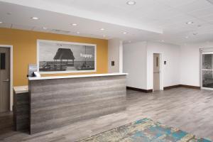 The lobby or reception area at Hampton Inn Miami Airport East