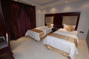 Cama ou camas em um quarto em Raoum Inn Hail