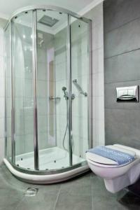 A bathroom at Pedi Beach Hotel