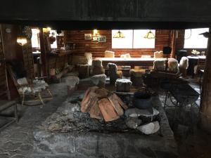 Un restaurante o sitio para comer en Lodge Lago Las Torres