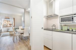 A kitchen or kitchenette at One Step Florence