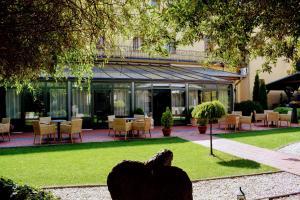A garden outside Hotel Golden Eagle
