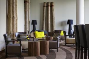 A seating area at Steigenberger Hotel Bremen