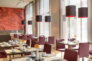 A restaurant or other place to eat at IntercityHotel Leipzig
