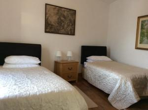 A bed or beds in a room at Comber Courtyard Apartment