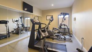 The fitness center and/or fitness facilities at Best Western Plus Springfield Airport Inn
