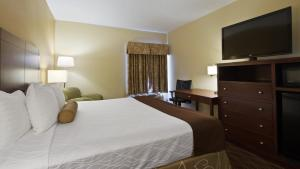 A bed or beds in a room at Best Western Plus Springfield Airport Inn