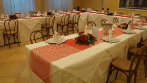 A restaurant or other place to eat at Hotel Villa Laura