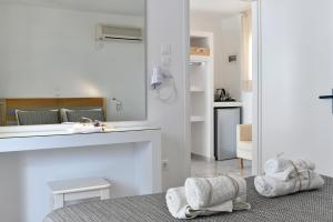 A bathroom at Margarita Studios Ambelas