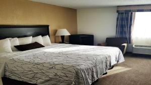 A bed or beds in a room at Best Western Hazlet Inn