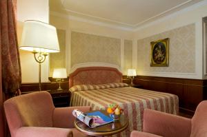 A bed or beds in a room at Grand Hotel Dino