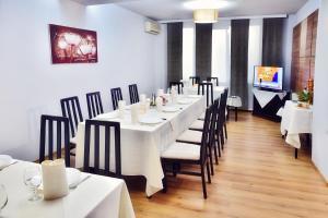 Un restaurant sau alt loc unde se poate mânca la Hotel President
