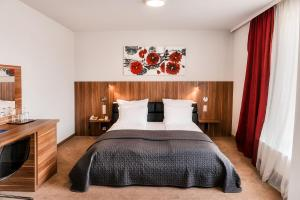 A bed or beds in a room at Hotel President
