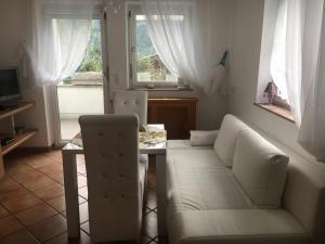 Ein Sitzbereich in der Unterkunft Haus Lisi
