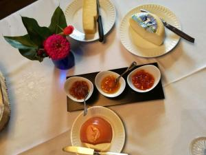Breakfast options available to guests at Quinta da Travessa