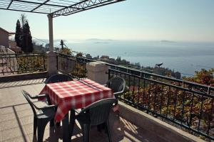 A balcony or terrace at Holiday house with a parking space Mlini, Dubrovnik - 4714