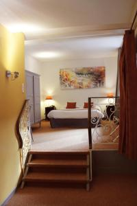 A bed or beds in a room at Le Gouverneur Hotel
