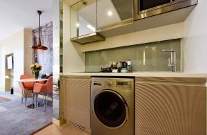 A kitchen or kitchenette at Tango Arjaan by Rotana Istanbul Asia