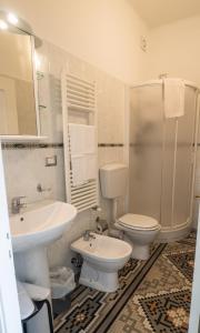 A bathroom at Camere Fontanavecchia