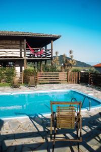 A piscina localizada em Casa Morango ou nos arredores