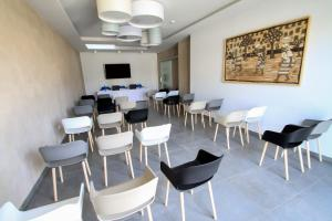 A restaurant or other place to eat at International Hotel Dakar