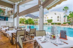 Een restaurant of ander eetgelegenheid bij Sunset Harbour Club By Diamond Resorts
