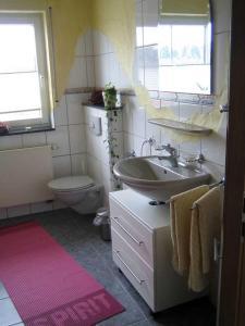 Ein Badezimmer in der Unterkunft Ferienwohnung Haus Andre - für 4 Personen