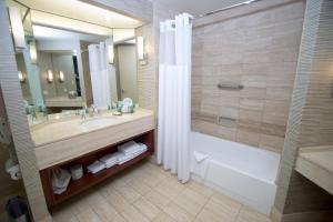 חדר רחצה ב-Hilton Los Angeles-Universal City