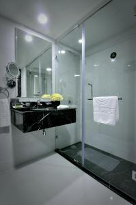 حمام في فندق Frsan Palace