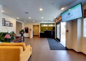 The lobby or reception area at Hillside Hotel