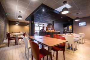 Restaurant ou autre lieu de restauration dans l'établissement Campanile Créteil Centre