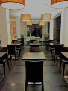A restaurant or other place to eat at Hotel Sandalia