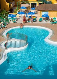 Vista de la piscina de Caleta Garden o alrededores