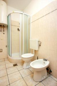 A bathroom at Apartments by the sea Srebreno, Dubrovnik - 2146