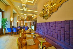 The lobby or reception area at Hotel Momento Golden Horn