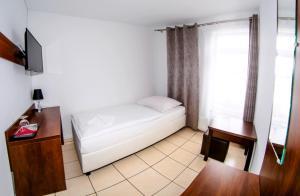 Łóżko lub łóżka w pokoju w obiekcie Motel w Łące